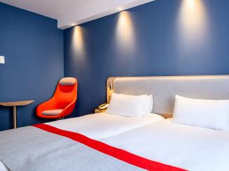 Holiday Inn Express Mechelen Twin Room with Chair.jpg