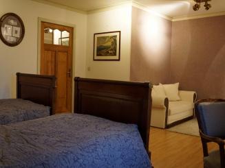 hotelshamonfamilyroom (5).JPG
