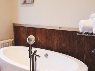 badkamer-min.jpg
