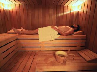 25 sauna spacieux.JPG
