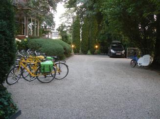 B&B Villa Emma Gent gratis parkeerplaats.JPG