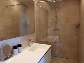 akemi 2 - badkamer 2.jpg