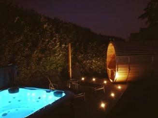 sauna jacuzzi avond_0.jpg