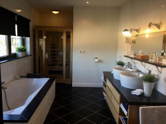 badkamer montenaken met sauna low res.jpg