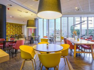 Holiday Inn Express Mechelen Lobby Seating.jpg
