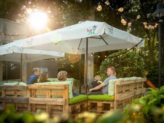 Lounge area in Summer in Green Park Hotel Brugge.jpg