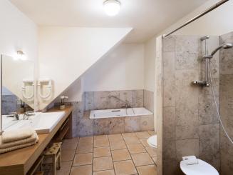 badkamer Het Riethuis.JPG