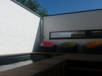 Barbara's Guesthouse zwembad en 3 zeteltjes.jpg