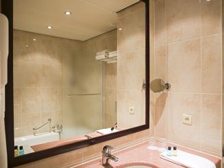 3rd wing Bathroom 1.jpg