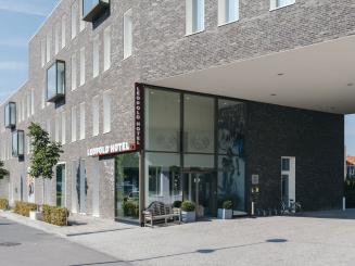 Leopold Hotel Oudenaarde Exterior Front wall and entrance_0.JPG
