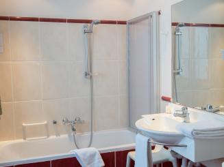 bathroom classic twin.jpg