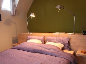 B&B Villa Emma gastenkamer Tilia slaapkamer met bureau.jpg