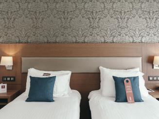 Leopold Hotel Oudenaarde Deluxe Twin Bed head_0.JPG