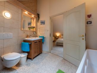 12. Badkamer in het Stadshuisje 36 te Hasselt.jpg