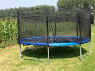 trampoline in speelweide.JPG