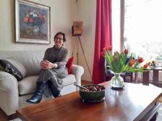 vera in zetel aan schilderij_0.jpg