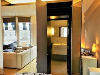 Yes, our bathroom is hidden in the ... mirror.jpg