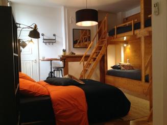 Backpackers room beds.JPG