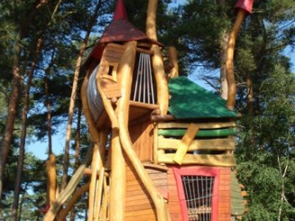Klimtorens speeltuin De Lilse Bergen.JPG