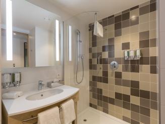 4ANRCS_Bathroom1.jpg