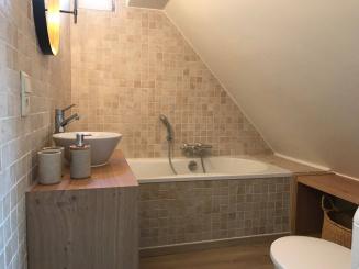 10 badkamer boven.jpg