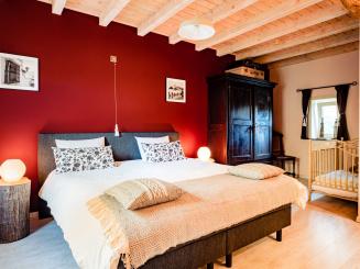 maasland bijdezuster slaapkamer Verviers onder.jpg