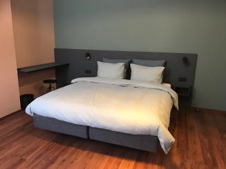 Superior Suite Box - bed.jpg