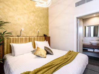 Bed and bathroom in Deluxe Studio in Leopold Hotel Oudenaarde.jpg