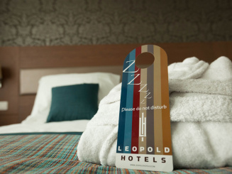 Leopold Hotel Oudenaarde Deluxe King Door hanger_0.jpg