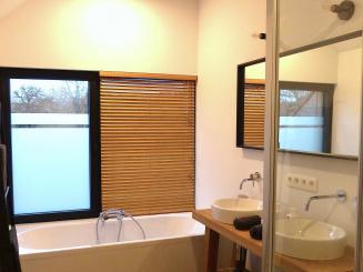 VELPE 55 Vakantiewoning Hageland badkamer large.jpg
