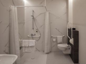 toegankelijk badkamer douche.jpg