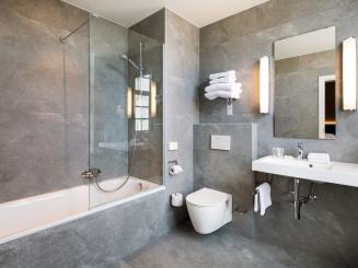 HotelNavarraBrugesRoomsBathroomsNewJurgen_de_Witte_20170419_101020med.jpg