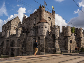 castle-of-the-counts_38111100284_o.jpg