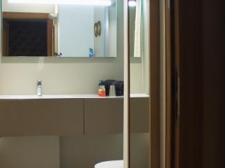 Badkamer Côté Coupure volledige renovatie - grote inloopdouche- avond.jpg