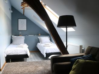 Bedroom-upstairs-compressor.jpg