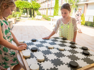 Game of checkers outside Green Park Hotel Brugge.jpg