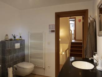 17_Plumer_House_bathroom.jpg