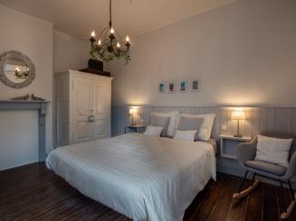 8. Slaapkamer 1 in Stadshuisje 36 te Hasselt.jpg