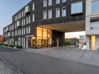 Entrance of the Leopold Hotel Oudenaarde.jpg