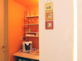 B&B Villa Emma gastenkamer Tilia koffiehoek met minibar.jpg