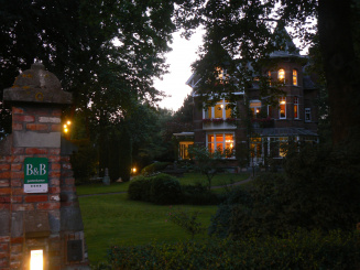 B&B Villa Emma Gent by night.JPG