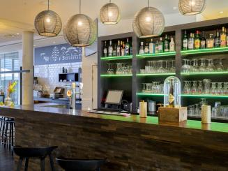 Holiday Inn Express Mechelen Bar.jpg