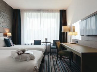Leopold Hotel Oudenaarde Deluxe Twin Side view room_0.JPG