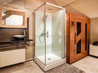 maasland bijdezuster badkamer boven.jpg