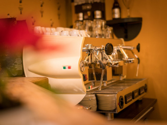 Flandria Hotel-betty bijoux bar-italiaans koffiezetapparaat_0.jpg