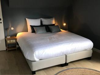 8 slaapkamer boven 1.jpg