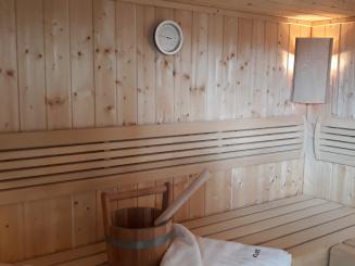 VillaEnzo_sauna binnenkant.jpg