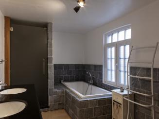 18_Plumer_House_bathroom.jpg