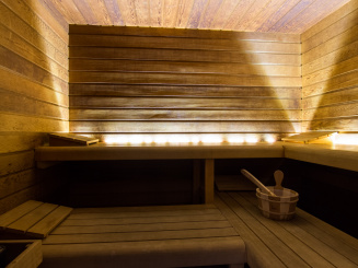 21 sauna.jpg