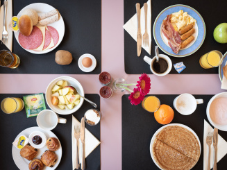 Delicious breakfast buffet with pancakes Green Park Hotel brugge.jpg